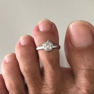 Jewelry - Sterling Silver CZ Apple 🍎 Toe Ring